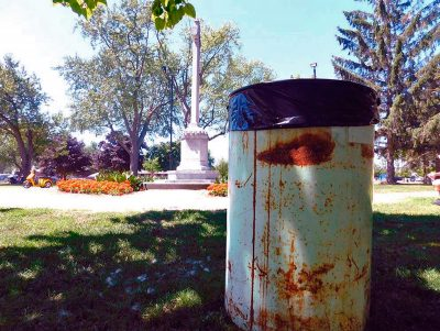Trash can at Cenotaph