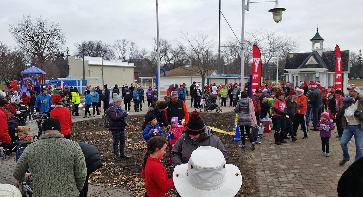 Reindeer Run - Crowd waiting for start