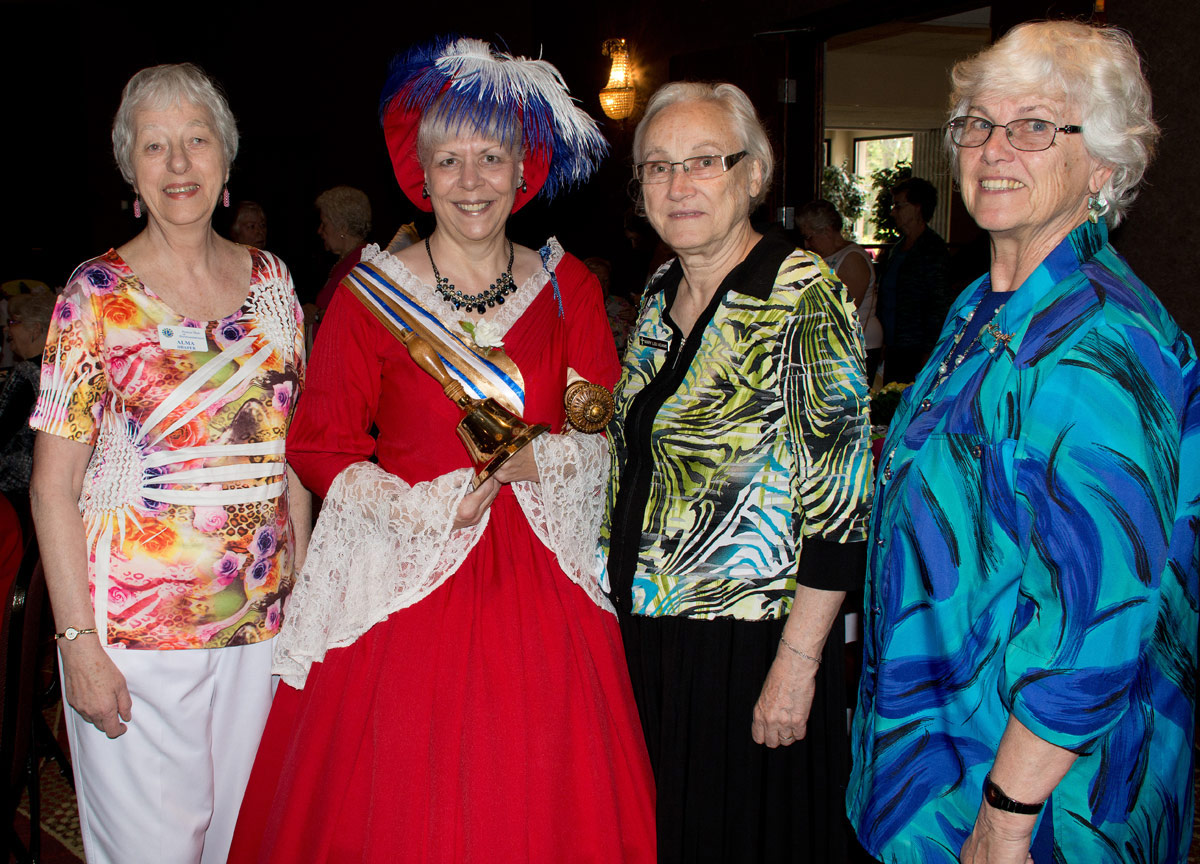 Alma Draper, Town Crier Mandy Robinson, helpers Mary Lou and Margaret